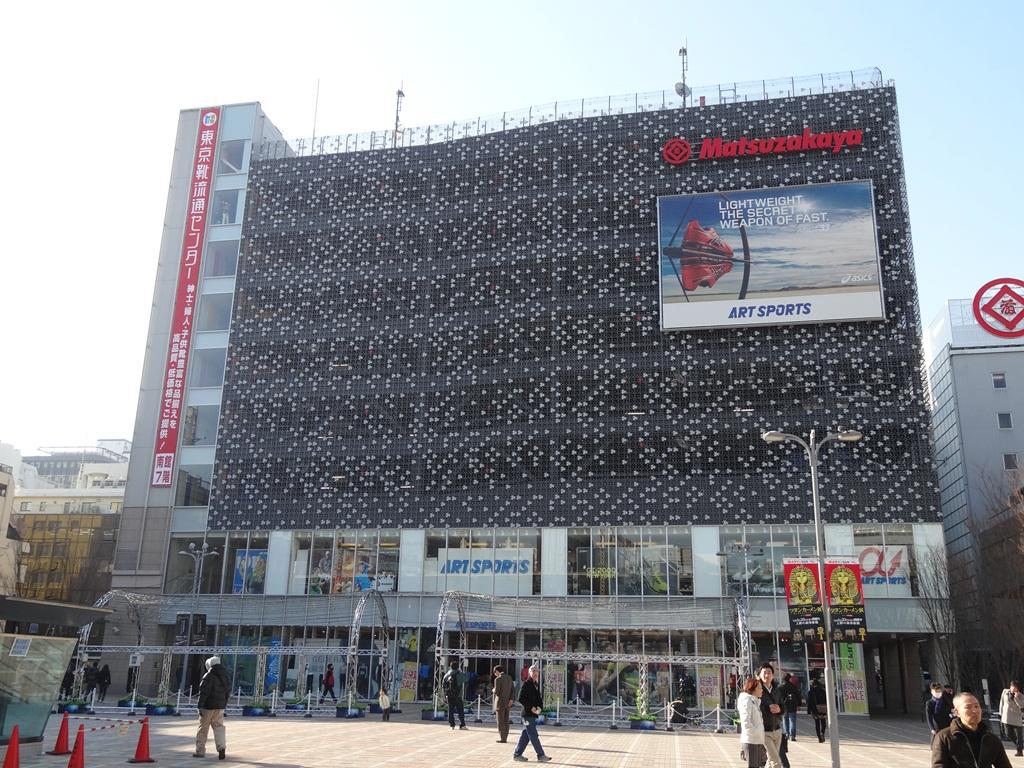南口をでてすぐ西を見ると、まず目に飛び込んでくるのは松坂屋上野店です。