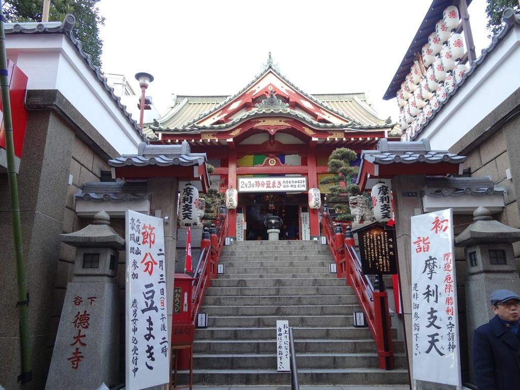 徳大寺を正面から臨みます。